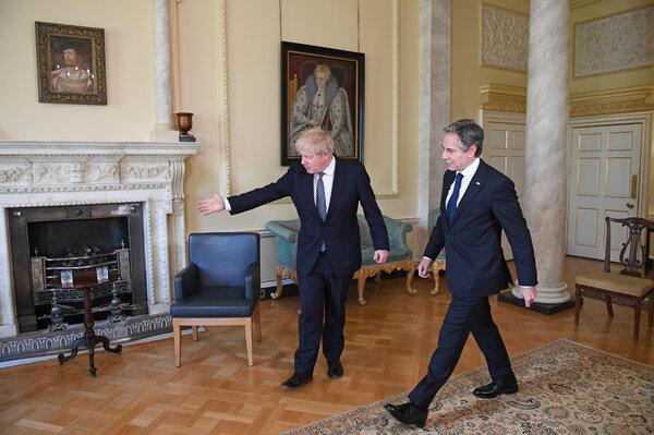 Secretary of State Antony J. Blinken, right, with Prime Minister Boris Johnson of Britain at 10 Downing Street on Tuesday.