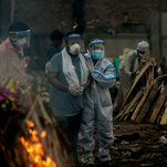 At India's Funeral Pyres, Covid Sunders the Rites of Grief