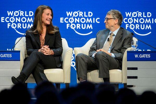 Ο κ. Gates και η Melinda French Gates το 2015. Οι σημερινοί και πρώην υπάλληλοι δήλωσαν ότι είχε ένα μοτίβο να φλερτάρει τις γυναίκες στο χώρο εργασίας.