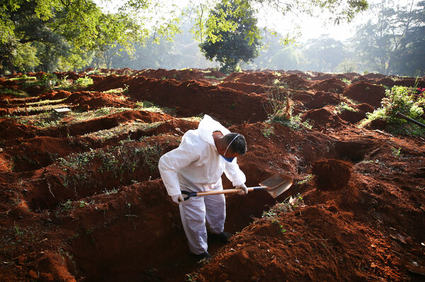 Digging graves for coronavirus victims at a cemetery in São Paulo, Brazil, on Wednesday.