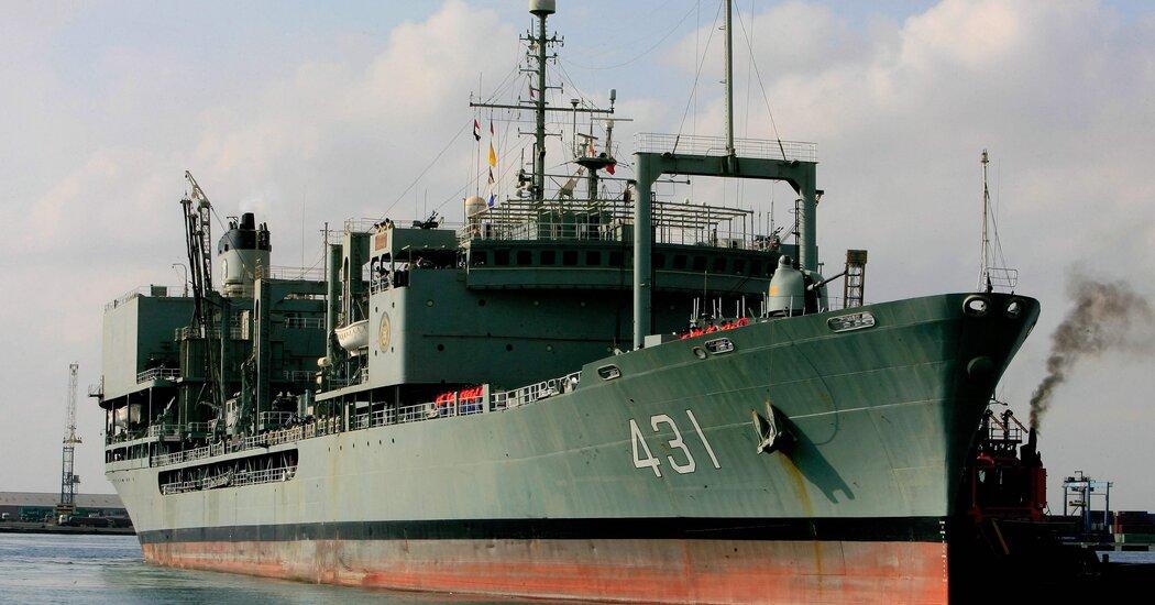 ईरानी नौसेना का सबसे बड़ा जहाज आग पकड़ता है और डूबता है