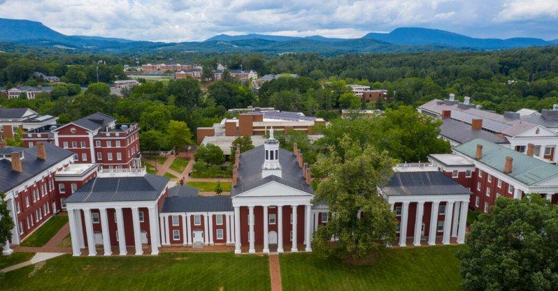 University Board Votes to Keep Robert E. Lee's Name