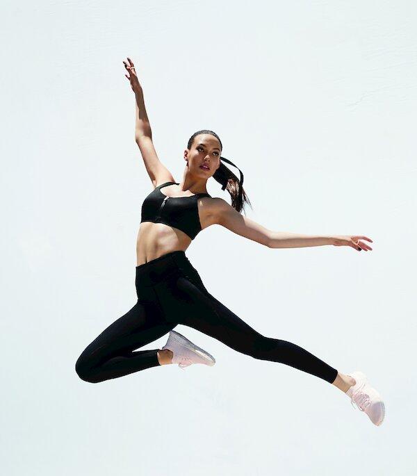 Eileen Gu, una esquiadora que planea competir en los Juegos Olímpicos, también está trabajando con Victoria's Secret.