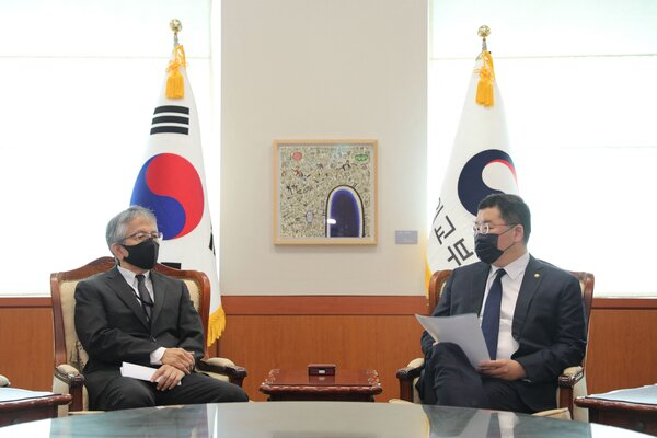 South Korea's vice foreign minister, Choi Jong-kun, right, speaks with Koichi Aiboshi, the Japanese ambassador to South Korea, who was summoned to the meeting in a diplomatic squabble.