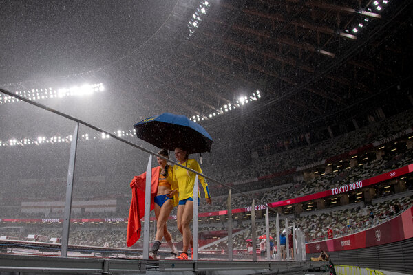 Heavy rain fell during the women's pole-vault qualifying rounds on Tuesday.