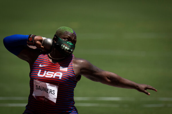 Raven Saunders during her silver-medal-winning competition in Tokyo.