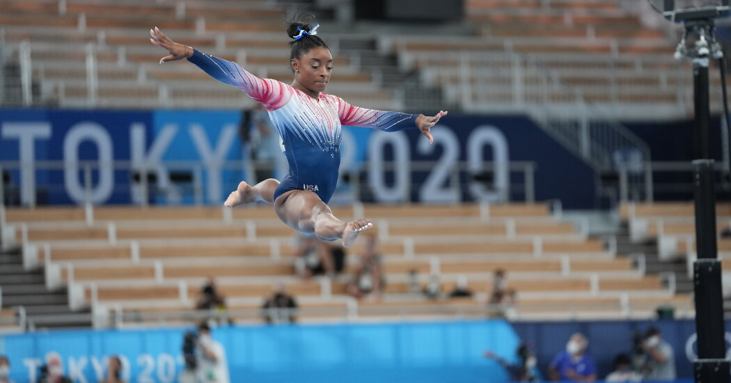 Photos: Simone Biles Balance Beam Routine