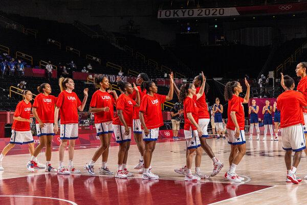 The U.S. women's basketball team before their semifinal against Serbia.