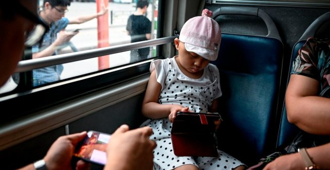 China Tightens Limits for Young Gamers and Bans School Night Play
