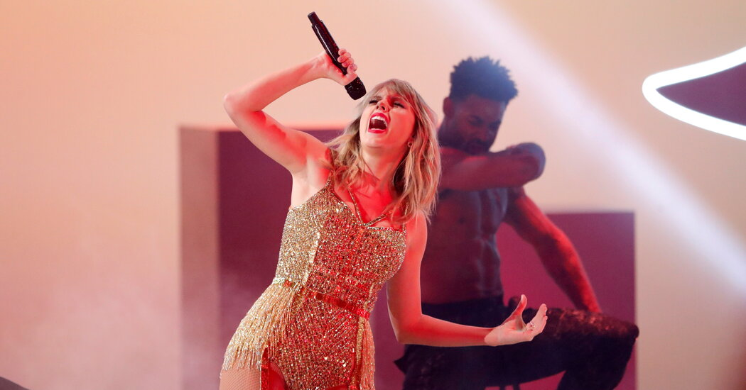 , Taylor Swift Returns to No. 1 With Autographed 'Fearless' CDs, The Habari News New York