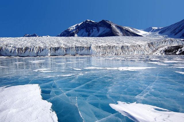 Ang Antarctica ay ang pinakamalamig na lugar sa lupa.