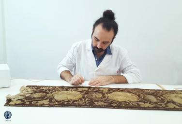 El taller de Cyrta trabajando en la restauración de esta pieza de la Virgen del Carmen de Cádiz