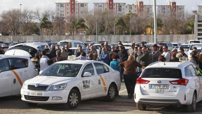 Inmovilizado otro taxi que prestaba servicio sin la revisión obligatoria en  Sevilla