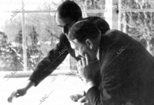Hitler junto a Speer, uno de los artífices de la bomba atómica