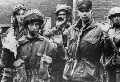 Los zapadores del 3.er Batallón Paracaidista obligados a rendirse