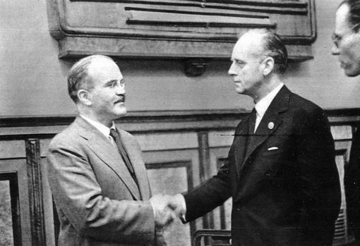 Los dos firmantes, tras la reunión en el Kremlin