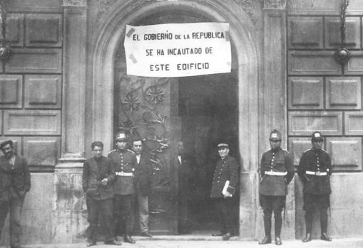 El 10 de mayo de 1931 se suspendióla publicación de nuestro periódico y se incautó del edificio de Prensa Española en la calle Serrano, hasta el 5 de junio