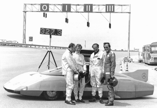 The C 111 D with the team that broke a series of records with diesel engine