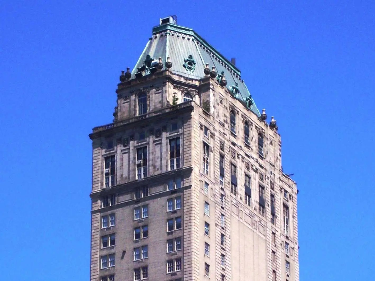 Pierre_Hotel_from_Central_Park_South
