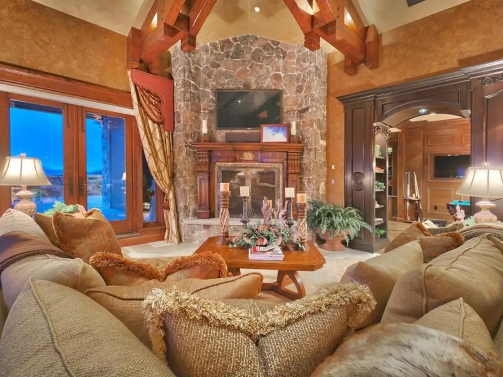 After a day of skiing, this would be the perfect place to curl up.