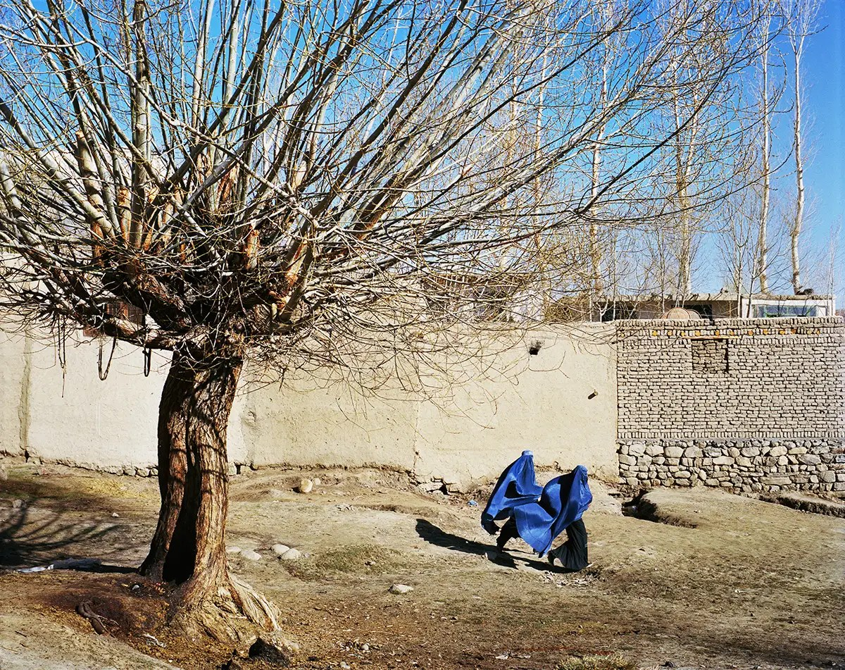 They spent the first days in the Eastern Afghanistan city of Ishkashim to ensure they had the necessary paperwork to travel. In the city, Sunni women wear burqas to cover themselves.