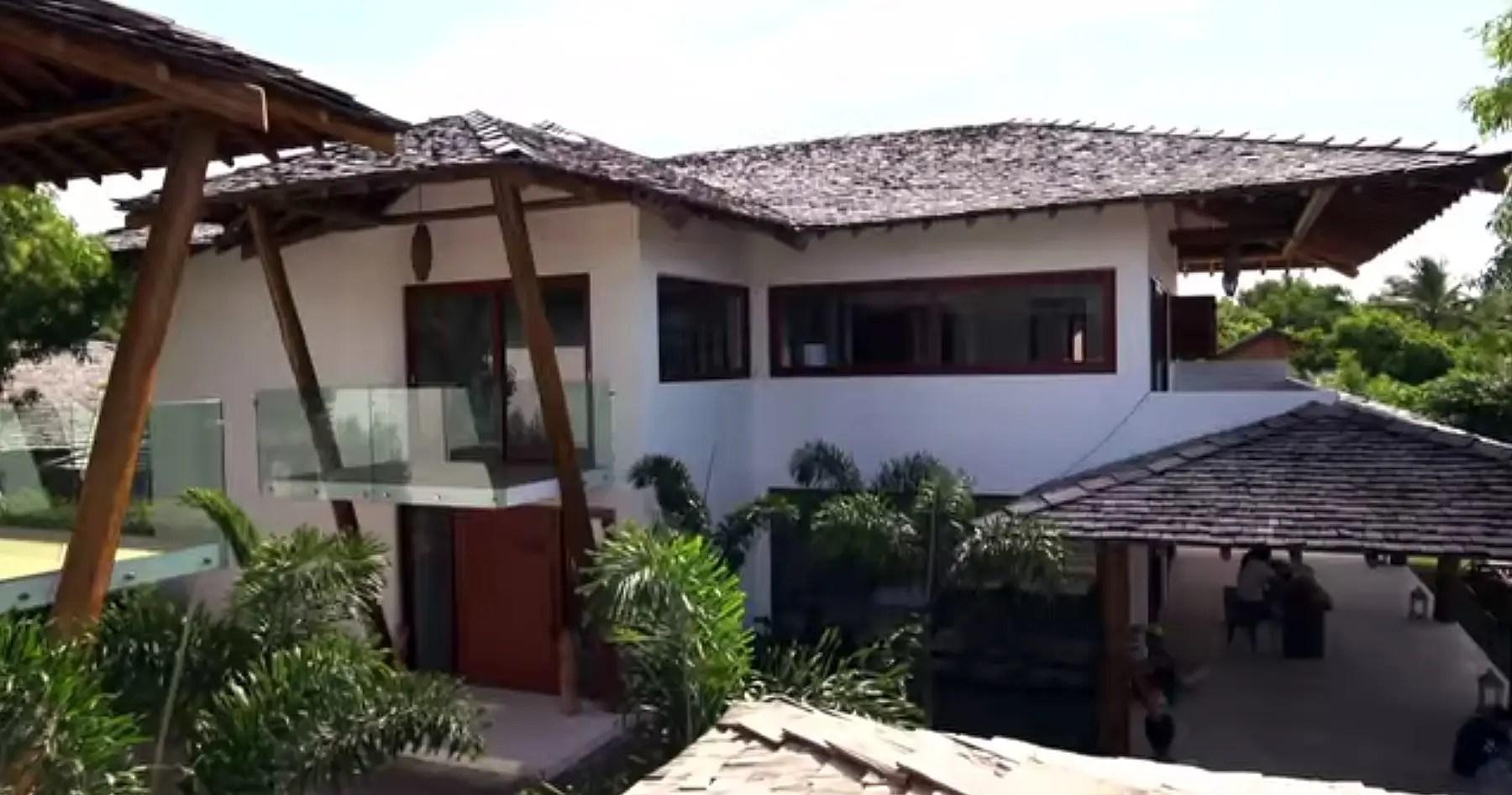 Each villa has a balcony.