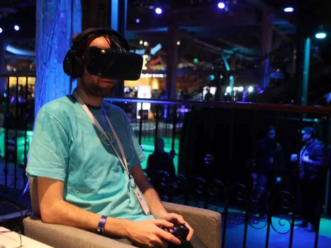 Samsung will launch a virtual reality headset.