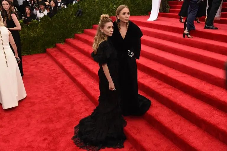Mary Kate (R) and Ashley Olsen arrive at the Costume Institute Gala Benefit at The Metropolitan Museum of Art May 5, 2015 in New York