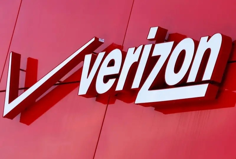 FILE PHOTO --  The logo of Verizon is seen at a retail store in San Diego, California April 21, 2016.  REUTERS/Mike Blake/File Photo