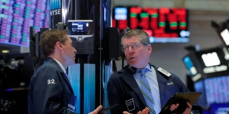 Traders NYSE red worried