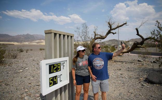 Thermometer in Death Valley (California), with 54 degrees Celsius.