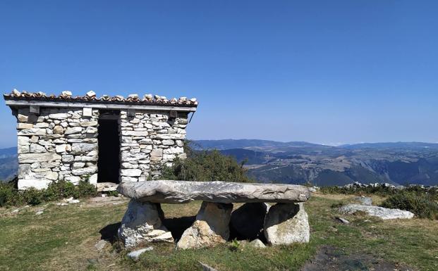 Ruta del dolmen de Merillés desde Tuña (PR AS-256)