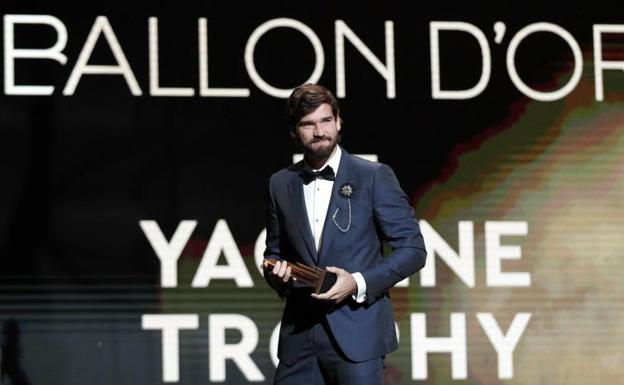 Alisson Becker, after picking up the Yashin trophy.