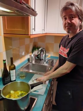 Julen Prado Egia, en su cocina.