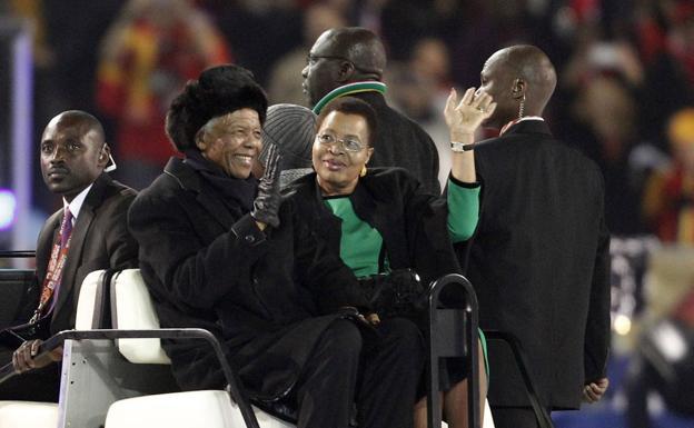 Nelson Mandela greets the world.