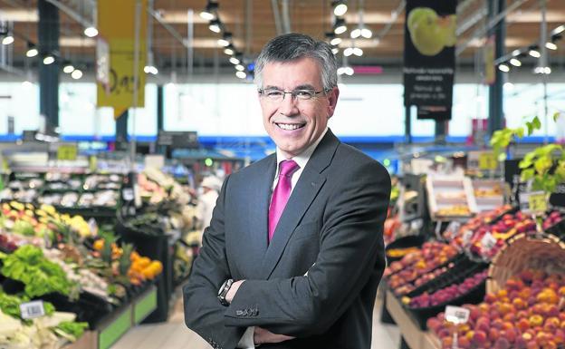 Eroski's president, Agustín Markaide, in one of the group's supermarkets.