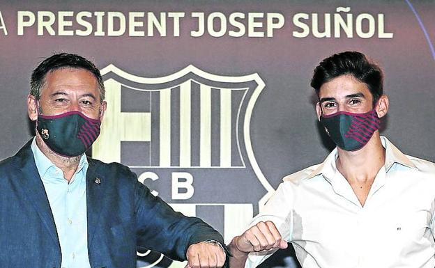 Bartomeu took the photo with Trincao yesterday without attending the press.