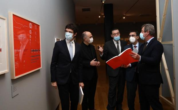 The Director of the Museum, the Minister of Culture and the Deputy General visit the exhibition.