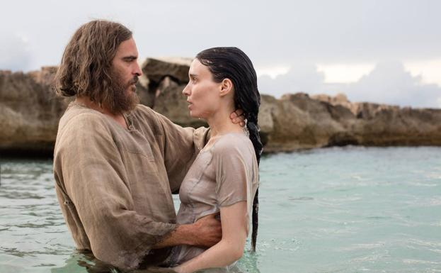 Joaquin Phoenix and Rooney Mara, in 'Magdalena'.