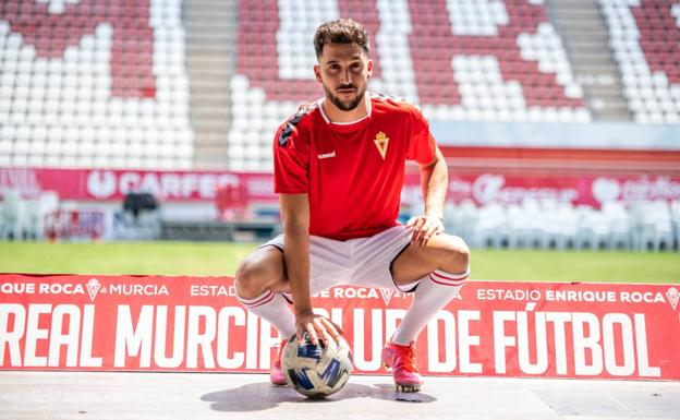 The new Real Murcia player Mario Sánchez.