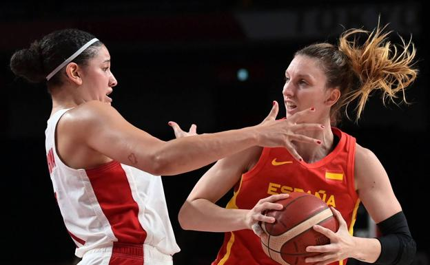 Laura Gil defends the ball against Natalie Achonwa in yesterday's game against Canada.