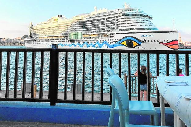 A cruise leaving the port of Cartagena next to the terrace of El Chalet.