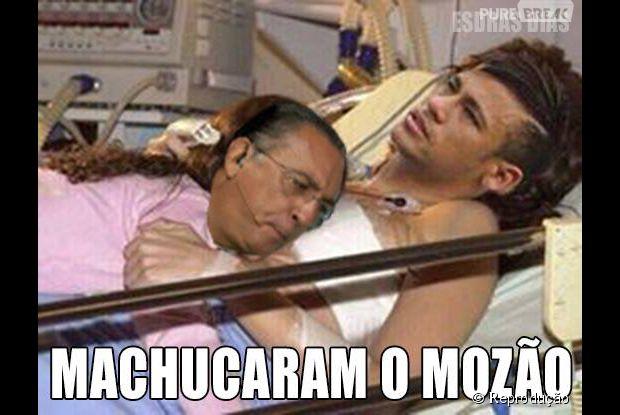 Galvão Ficou com ciúme e também deitou no colinho de Neymar