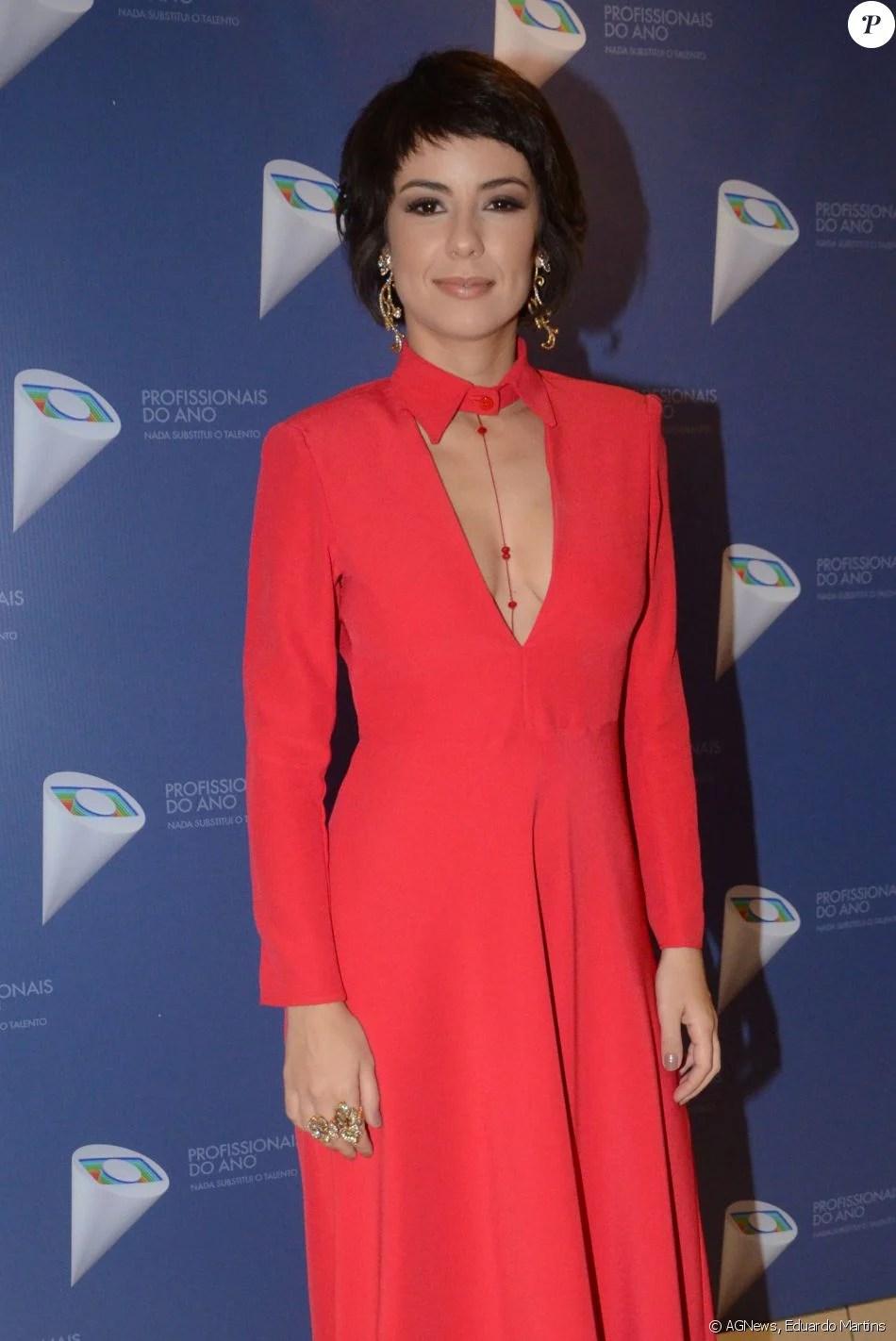 Andreia Horta completou a produção com fios soltos ejoias Claudia Arbex