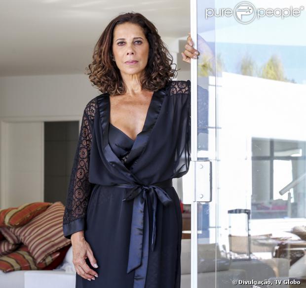 Branca (Ângela Vieira) contrata um advogado para tirar tudo o que puder de Ricardo (Herson Capri), por vingança, em 21 de fevereiro de 2014, na novela 'Em Família'