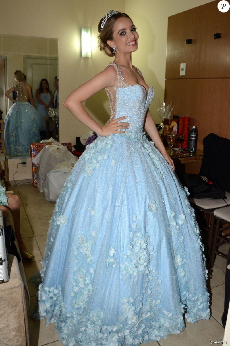 Giovanna Chaves, da novela 'Cúmplices de Um Resgate', exibiu o seu vestido  de debutante - Purepeople