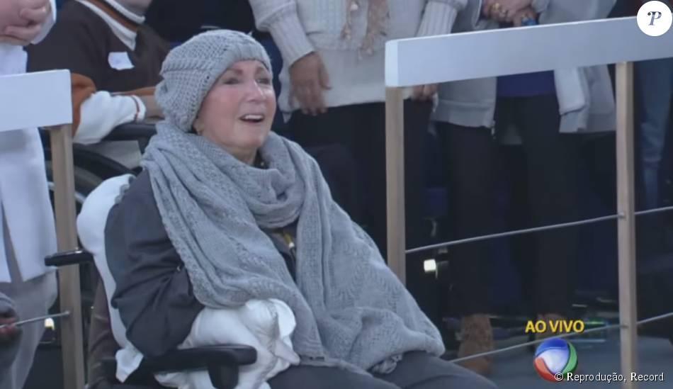 Dona Alda está debilitada por causa do Mal de Parkinson