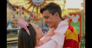 Leo Cidade devolve piada de seguidores em viagem na Disney com Larissa  Manoela 5385f17076
