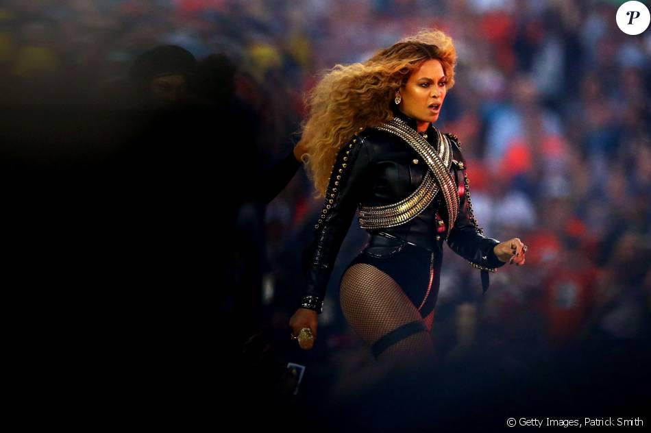 Beyoncé na apresentação no intervalo do Super Bowl, que aconteceu no domingo, 7 de fevereiro de 2016