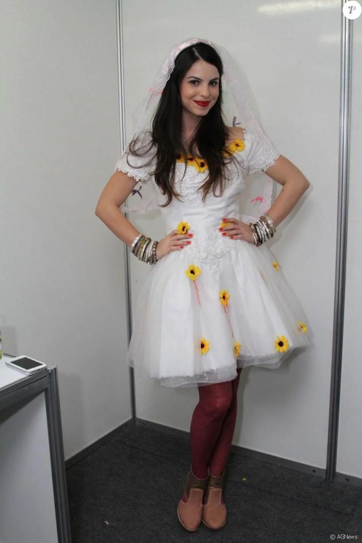 Sthefany Brito usou look branco com girassóis aplicados no vestido para ser  noiva de festa junina - Purepeople